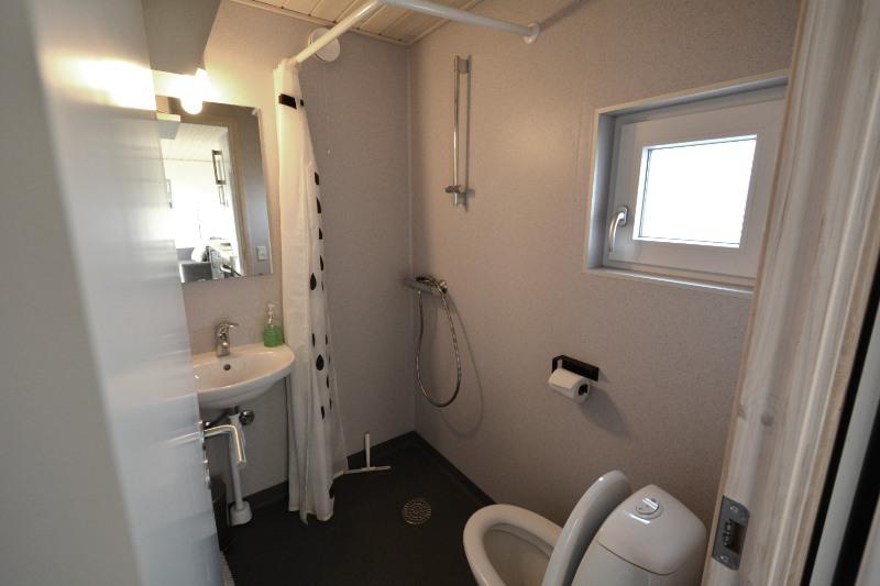 bad og toilet i hytte