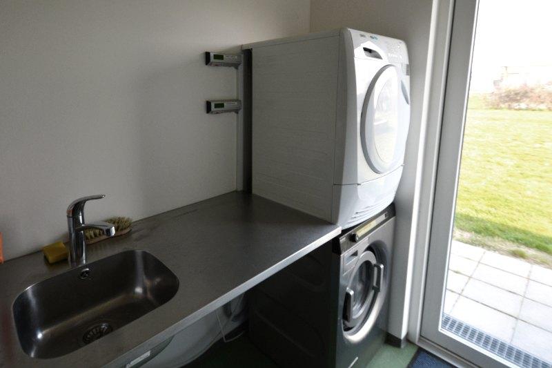 Vaskeri med vaskemaskine og tørretumbler